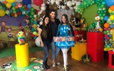 Matías, hijo de Carolina Cruz y Lincoln Palomeque, festeja su cumpleaños #2 con la granja de Zenón